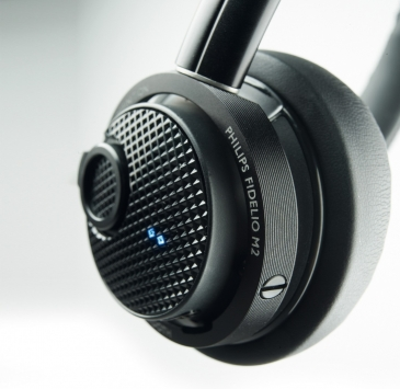 Philips Fidelio M2BT 2