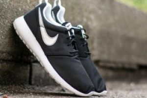 Nike Roshe One (GS) Black/ Metallic Silver/ White