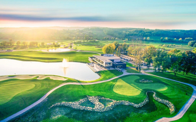 Maďarsko blízko termálnych kúpeľov v luxusnom Zala Springs Golf Resortu sa zámockým wellness a polpenziou - Zala Springs Golf Resort